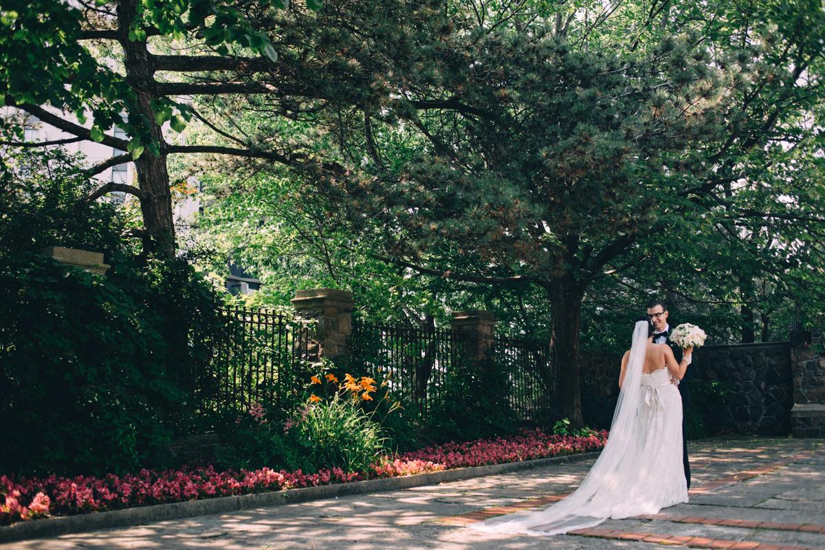 Graydon-Hall-Wedding-Photography-Julia-Paul-Toronto-wedding-photographer-Visual-Cravings_16