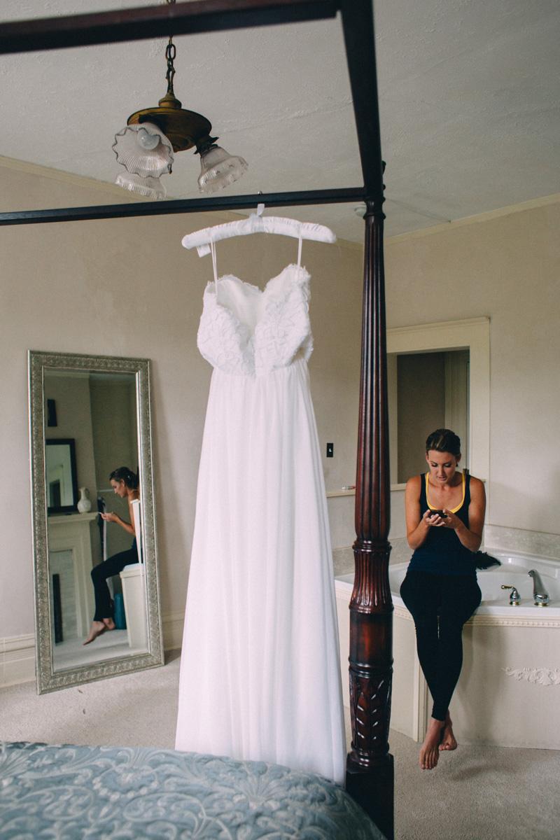 Sir-William-MacKenzie-Inn-wedding-Balsam-Lake-cottage-wedding-photoraphy-by-Sam-Wong-Visual-Cravings-ErinKyle_03