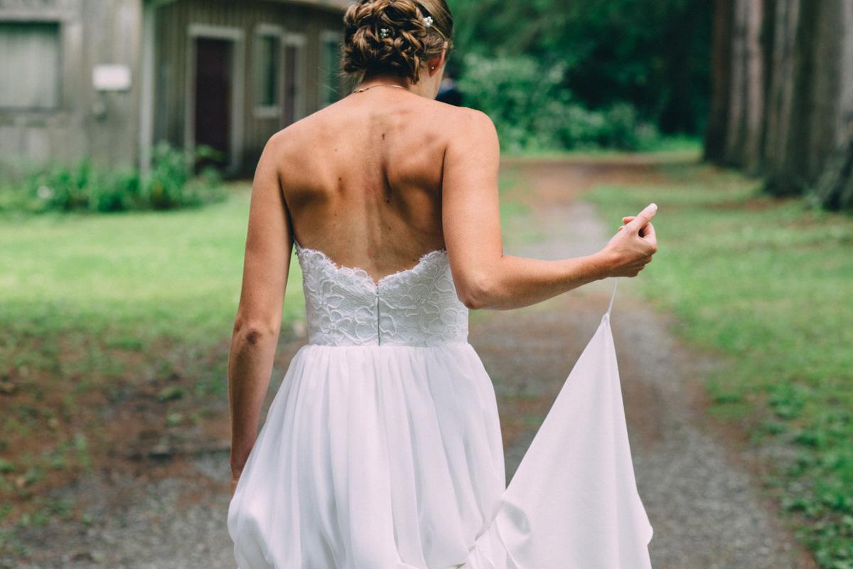 Sir-William-MacKenzie-Inn-wedding-Balsam-Lake-cottage-wedding-photoraphy-by-Sam-Wong-Visual-Cravings-ErinKyle_15