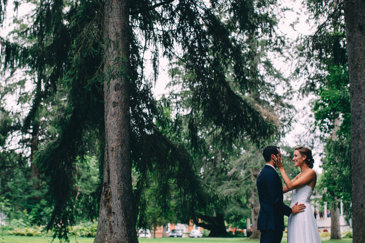 Sir-William-MacKenzie-Inn-wedding-Balsam-Lake-cottage-wedding-photoraphy-by-Sam-Wong-Visual-Cravings-ErinKyle_17