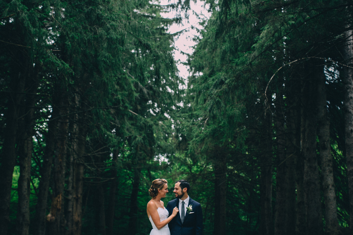 Sir-William-MacKenzie-Inn-wedding-Balsam-Lake-cottage-wedding-photoraphy-by-Sam-Wong-Visual-Cravings-ErinKyle_20