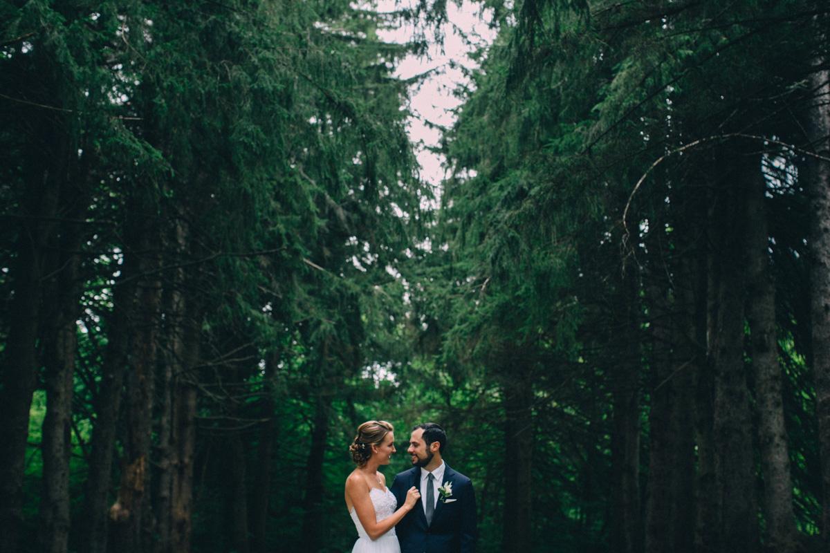 Sir-William-MacKenzie-Inn-wedding-Balsam-Lake-cottage-wedding-photoraphy-by-Sam-Wong-Visual-Cravings-ErinKyle_20