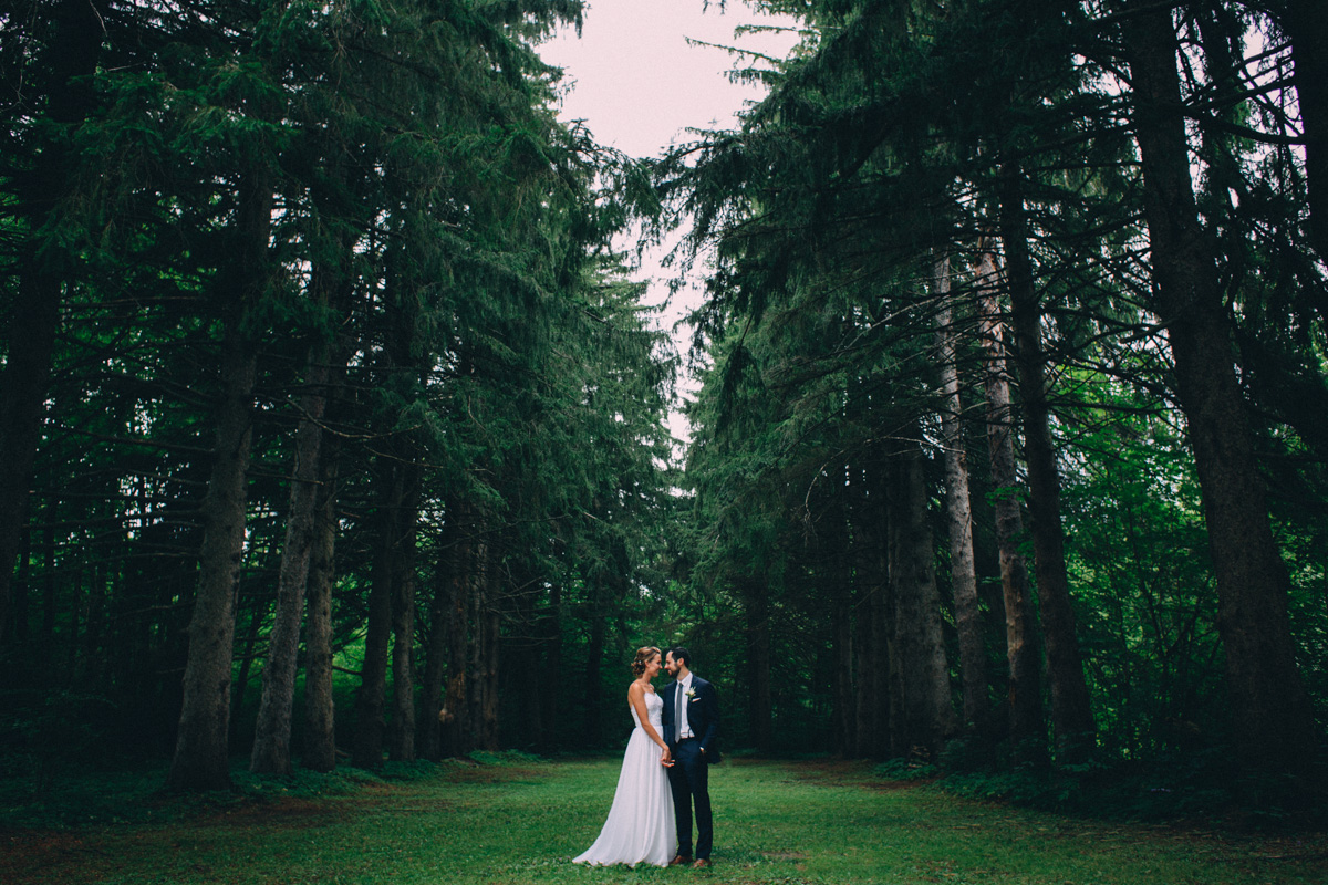Sir-William-MacKenzie-Inn-wedding-Balsam-Lake-cottage-wedding-photoraphy-by-Sam-Wong-Visual-Cravings-ErinKyle_21