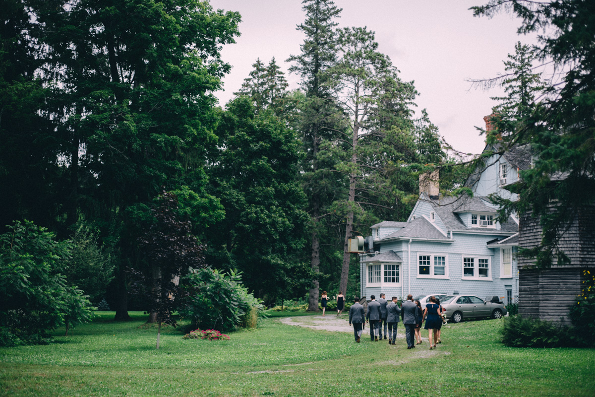 Sir-William-MacKenzie-Inn-wedding-Balsam-Lake-cottage-wedding-photoraphy-by-Sam-Wong-Visual-Cravings-ErinKyle_25