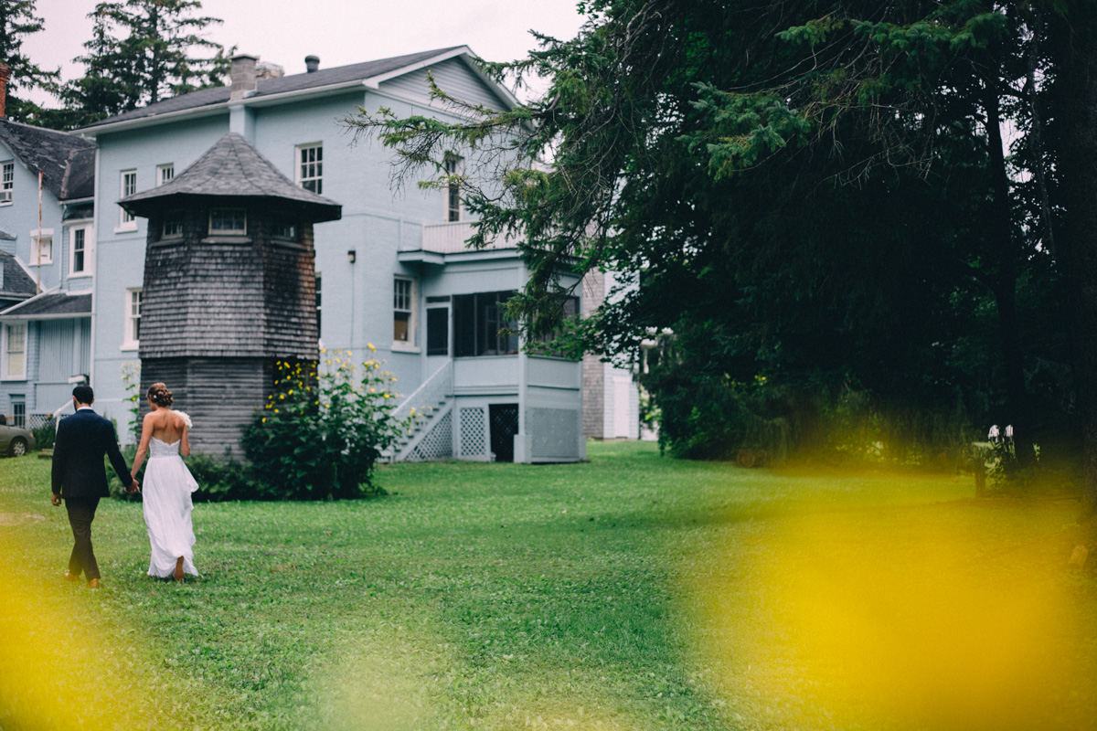 Sir-William-MacKenzie-Inn-wedding-Balsam-Lake-cottage-wedding-photoraphy-by-Sam-Wong-Visual-Cravings-ErinKyle_26