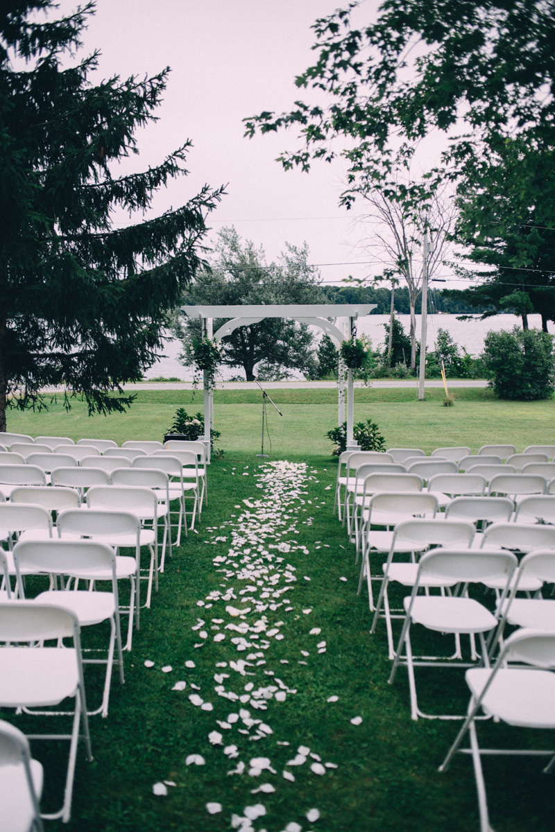 Sir-William-MacKenzie-Inn-wedding-Balsam-Lake-cottage-wedding-photoraphy-by-Sam-Wong-Visual-Cravings-ErinKyle_29
