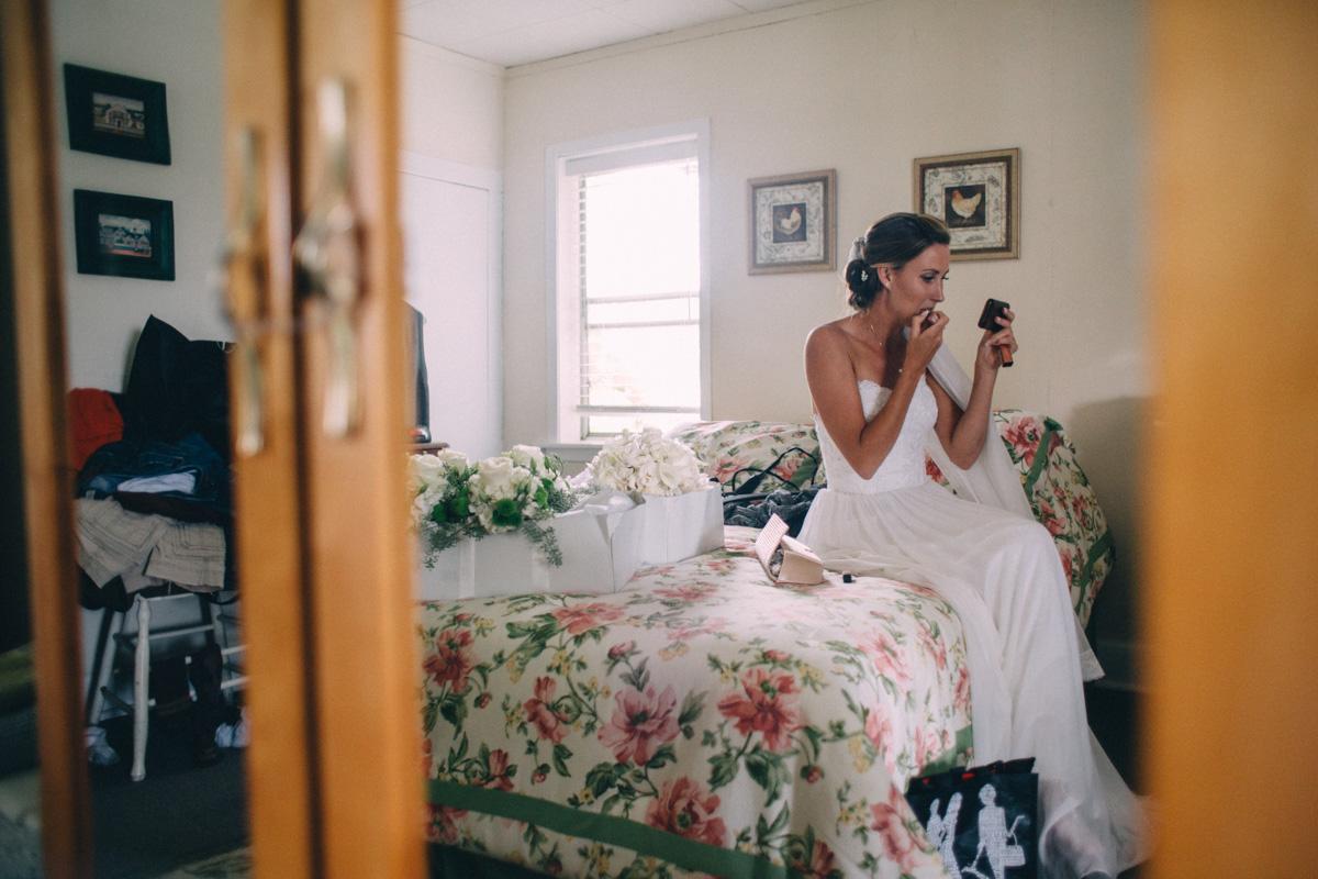 Sir-William-MacKenzie-Inn-wedding-Balsam-Lake-cottage-wedding-photoraphy-by-Sam-Wong-Visual-Cravings-ErinKyle_30