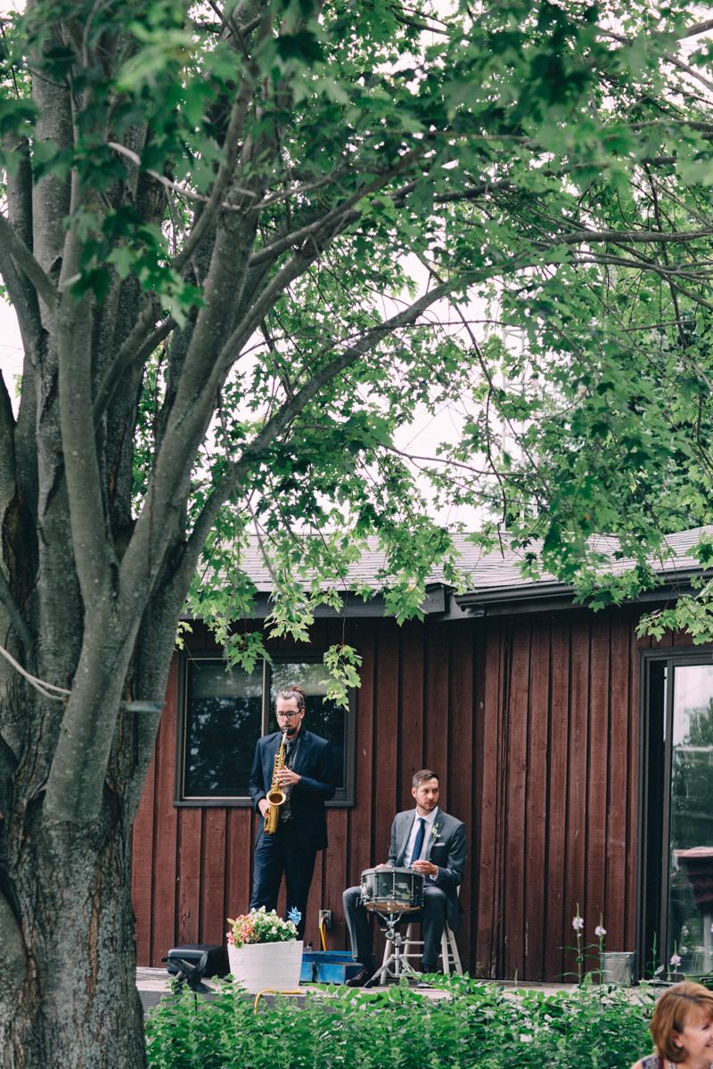 Sir-William-MacKenzie-Inn-wedding-Balsam-Lake-cottage-wedding-photoraphy-by-Sam-Wong-Visual-Cravings-ErinKyle_31