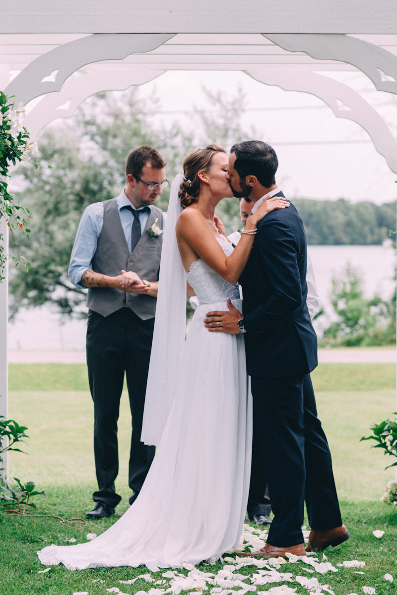 Sir-William-MacKenzie-Inn-wedding-Balsam-Lake-cottage-wedding-photoraphy-by-Sam-Wong-Visual-Cravings-ErinKyle_36