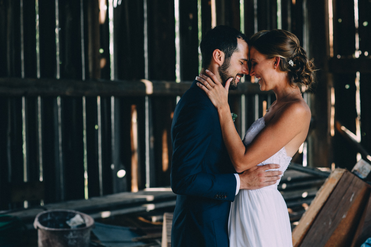 Sir-William-MacKenzie-Inn-wedding-Balsam-Lake-cottage-wedding-photoraphy-by-Sam-Wong-Visual-Cravings-ErinKyle_51