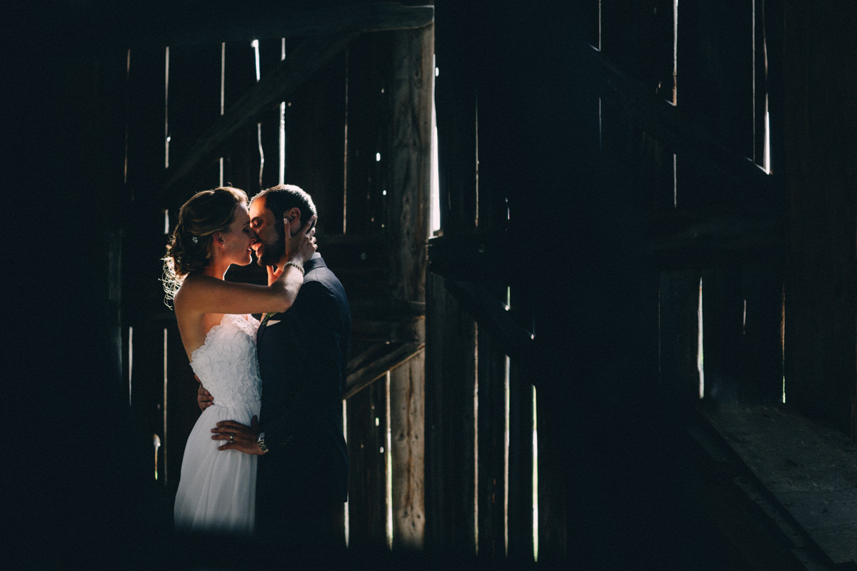 Sir-William-MacKenzie-Inn-wedding-Balsam-Lake-cottage-wedding-photoraphy-by-Sam-Wong-Visual-Cravings-ErinKyle_52