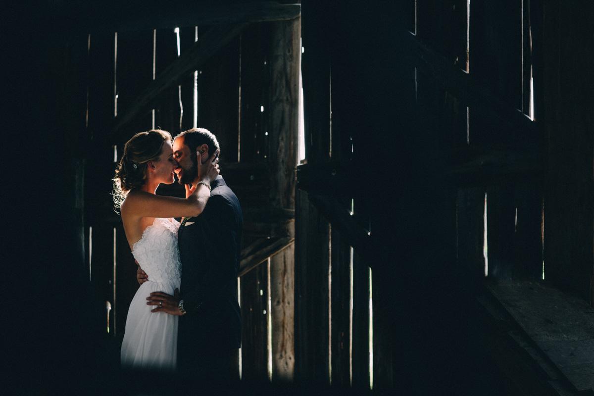 Sir-William-MacKenzie-Inn-wedding-Balsam-Lake-cottage-wedding-photoraphy-by-Sam-Wong-Visual-Cravings-ErinKyle_52