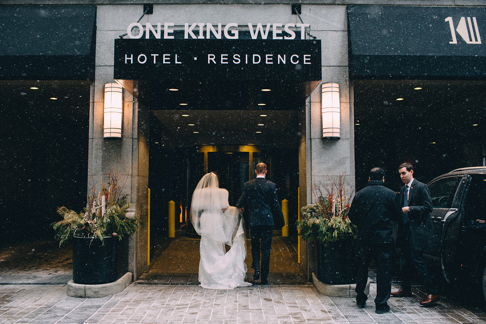 One-King-West-Toronto-wedding-photography_Sam-Wong-of-Visual-Cravings_KnR-01