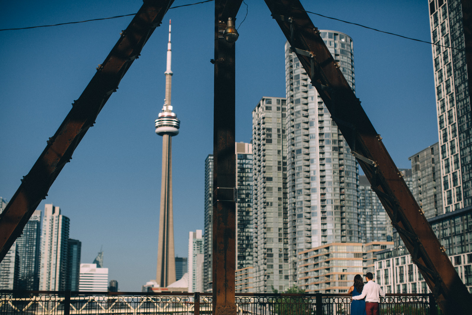 Toronto-waterfront-lifestyle-engagement-photography-by-Sam-Wong-Visual-Cravings_02