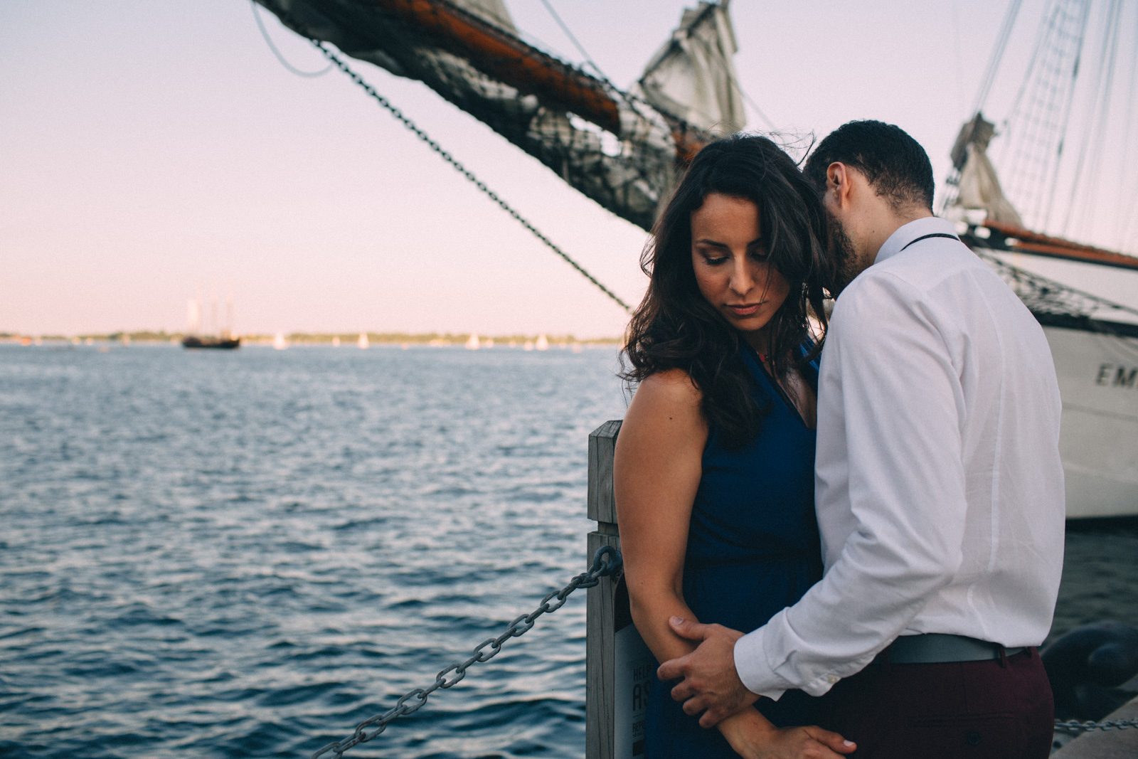 Toronto-waterfront-lifestyle-engagement-photography-by-Sam-Wong-Visual-Cravings_09