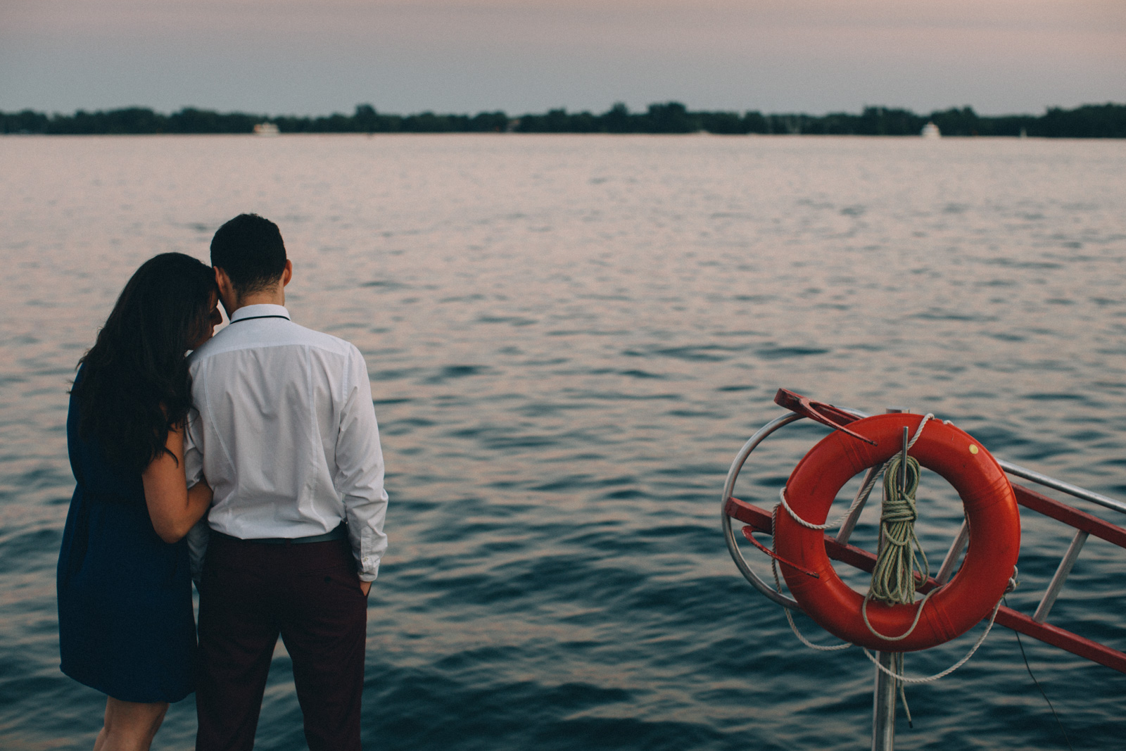 Toronto-waterfront-lifestyle-engagement-photography-by-Sam-Wong-Visual-Cravings_16