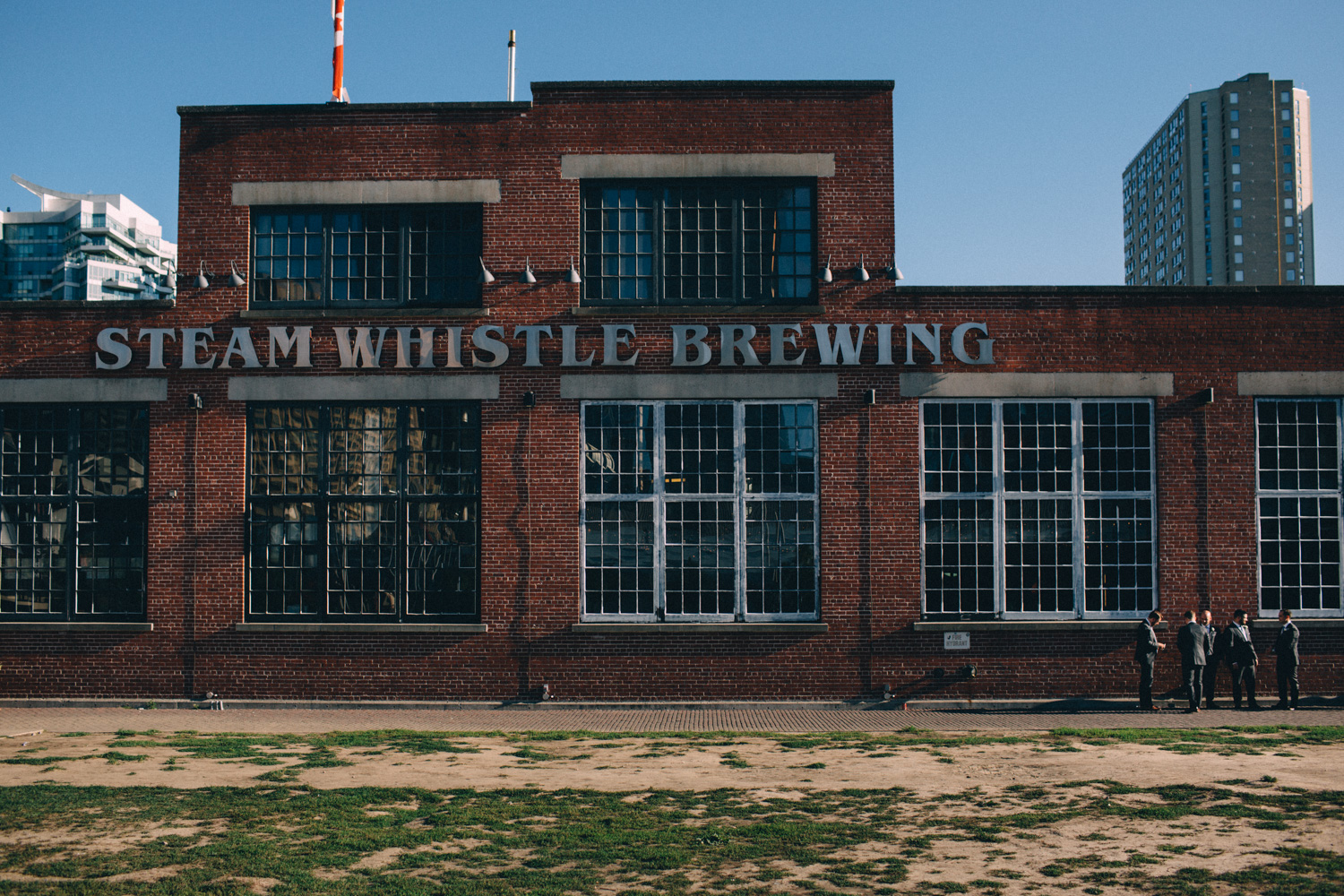 steam-whistle-brewery-wedding-photos-toronto-wedding-photography-by-sam-wong-of-artanis-collective_01035