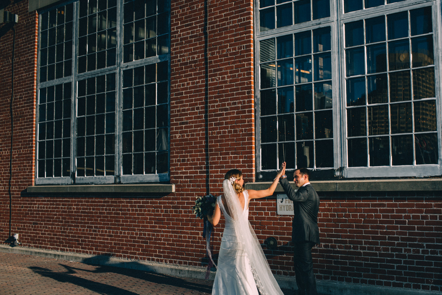 steam-whistle-brewery-wedding-photos-toronto-wedding-photography-by-sam-wong-of-artanis-collective_01039
