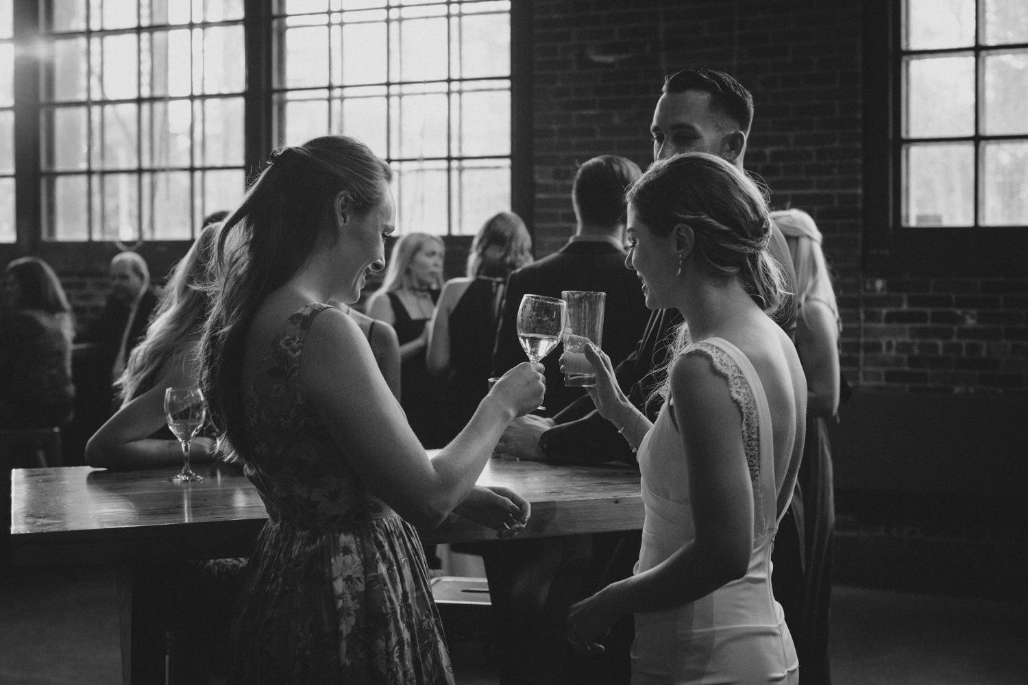 steam-whistle-brewery-wedding-photos-toronto-wedding-photography-by-sam-wong-of-artanis-collective_01046