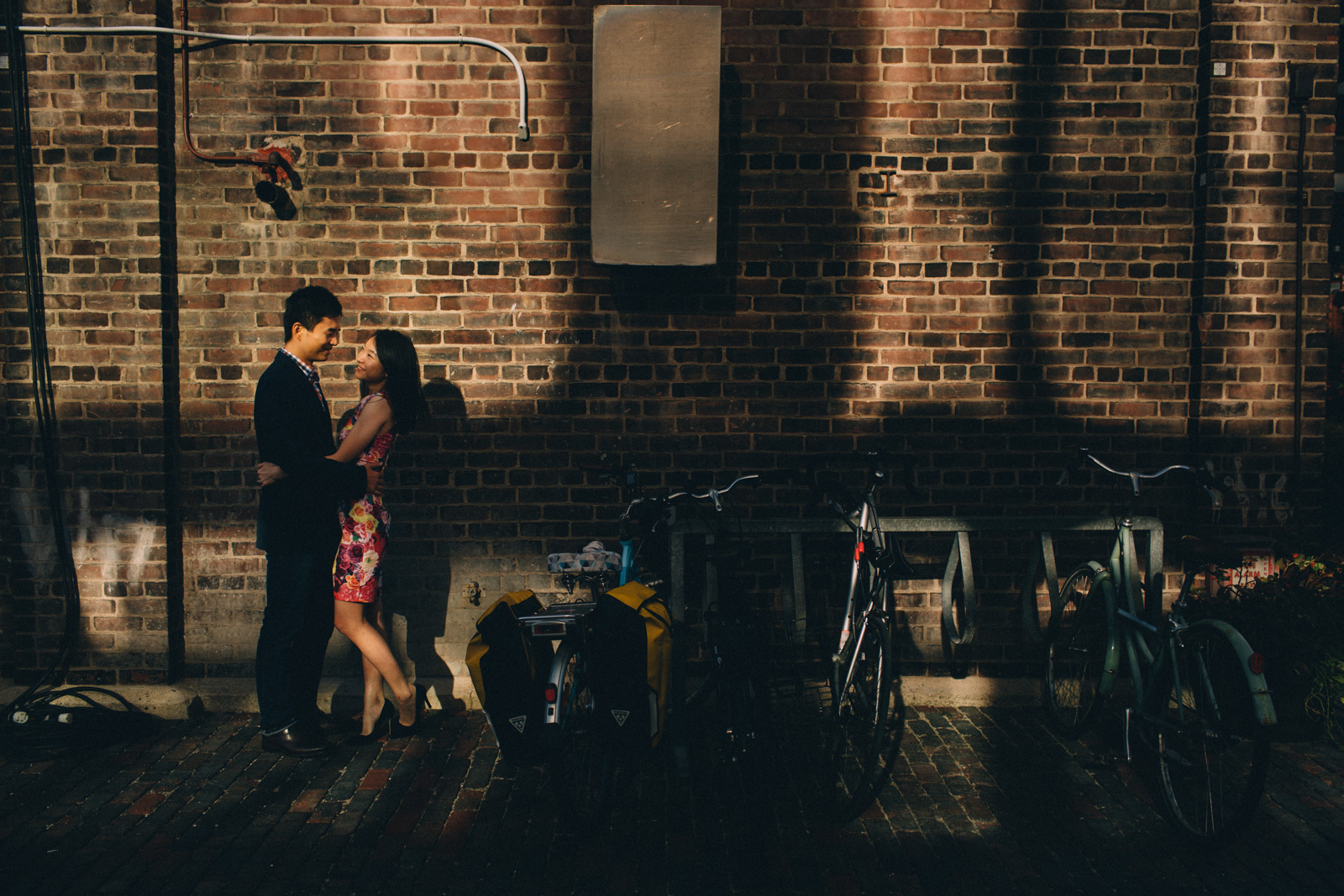 distillery-district-engagement-photos-toronto-wedding-photography-by-sam-wong-of-artanis-collective_002