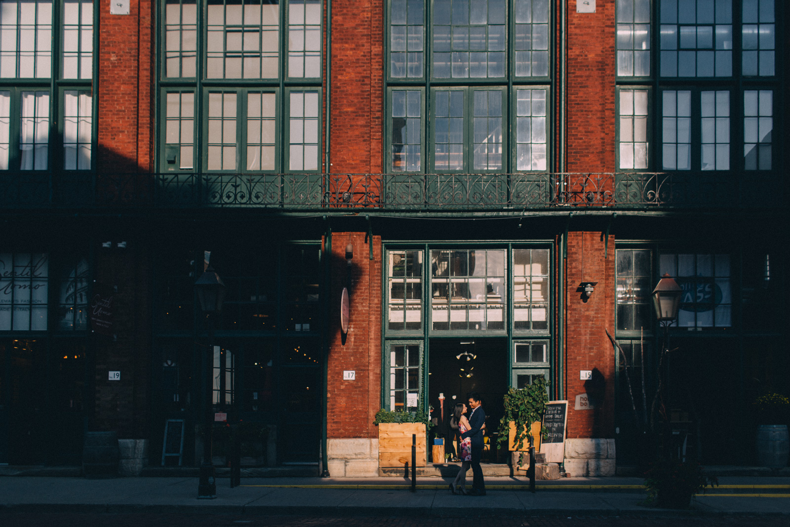 distillery-district-engagement-photos-toronto-wedding-photography-by-sam-wong-of-artanis-collective_005