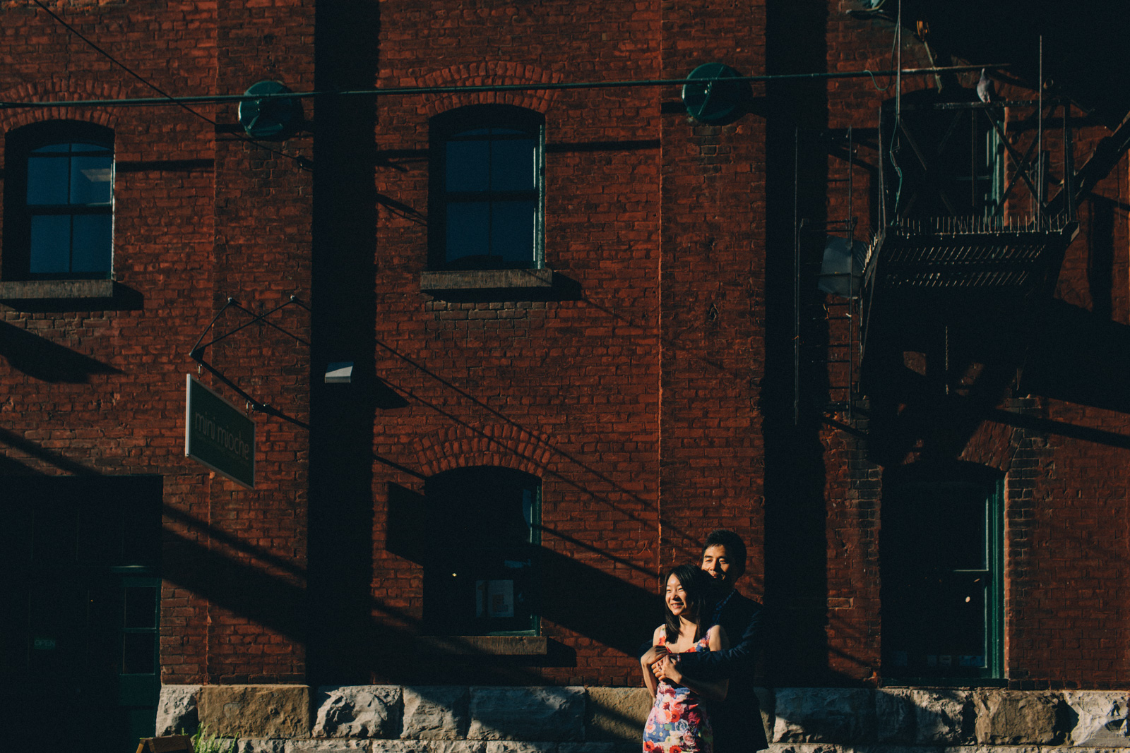distillery-district-engagement-photos-toronto-wedding-photography-by-sam-wong-of-artanis-collective_014