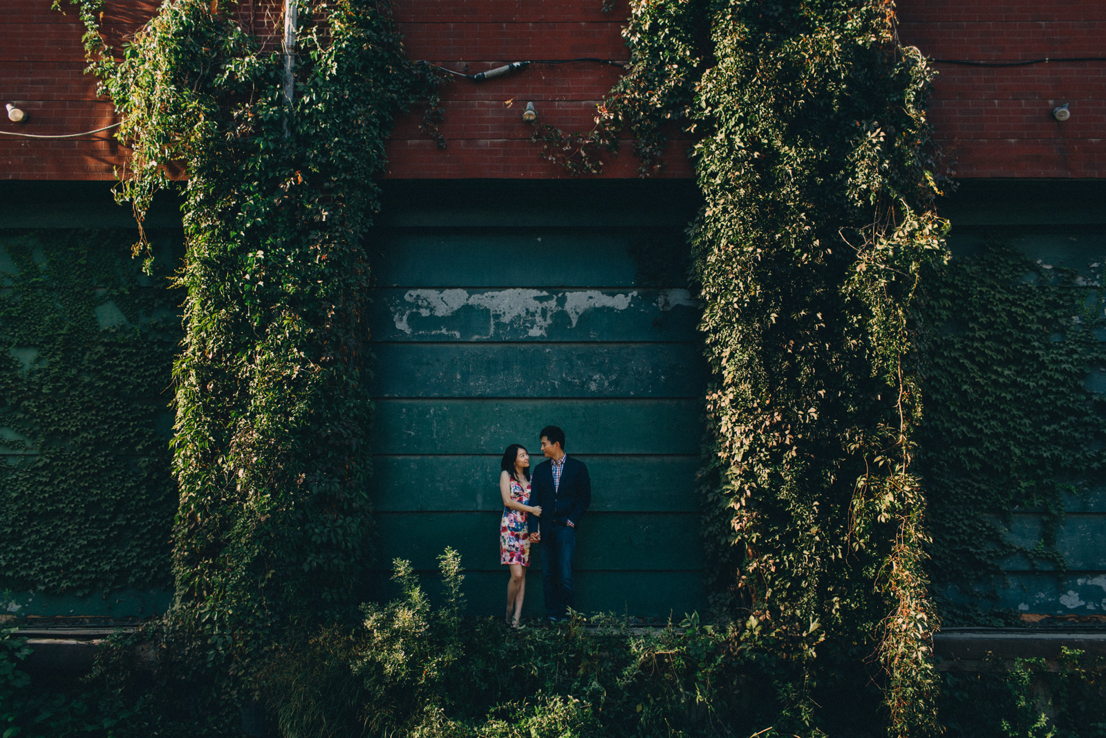 distillery-district-engagement-photos-toronto-wedding-photography-by-sam-wong-of-artanis-collective_015