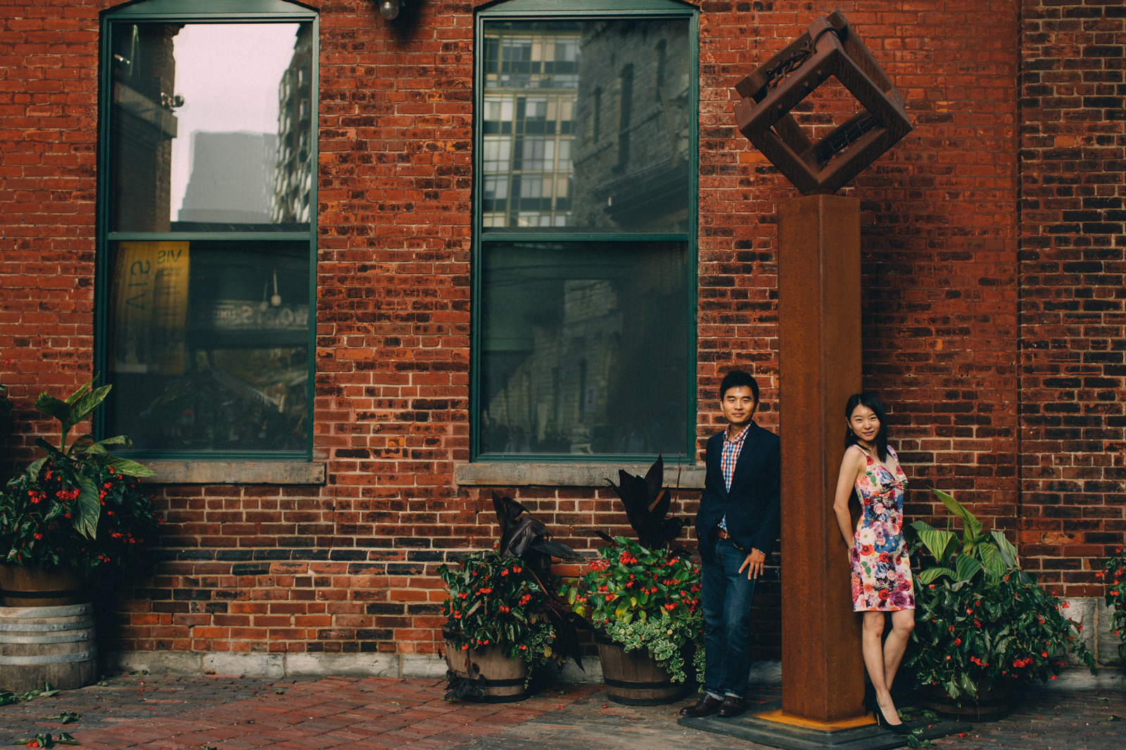 distillery-district-engagement-photos-toronto-wedding-photography-by-sam-wong-of-artanis-collective_016