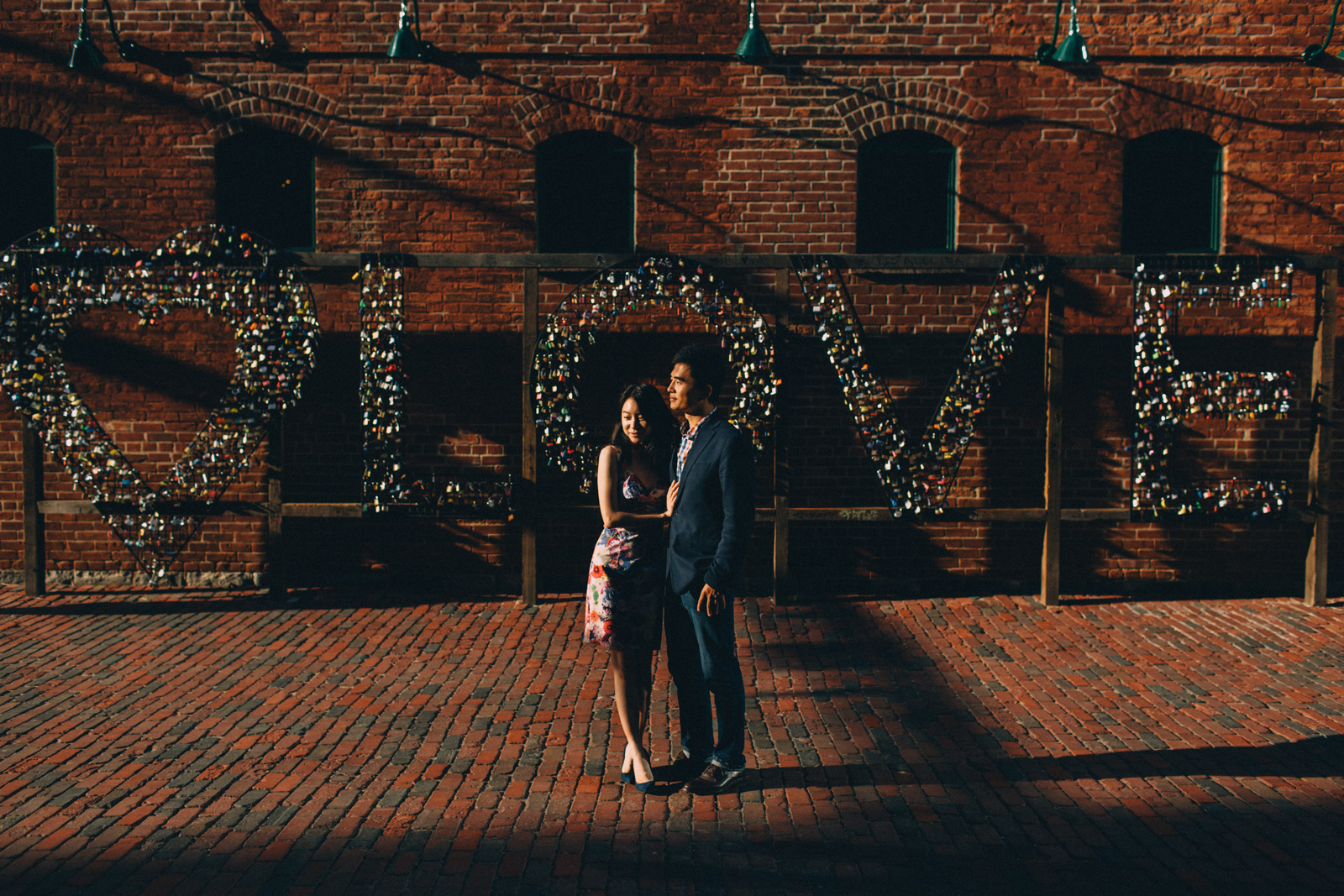 distillery-district-engagement-photos-toronto-wedding-photography-by-sam-wong-of-artanis-collective_021